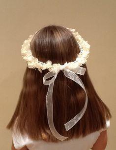 Corona de flores Diy Headband, Headbands, Millinery Hats, Communion Dresses, Baby Head, First Communion, Flower Crown, Hair Band, Headpiece