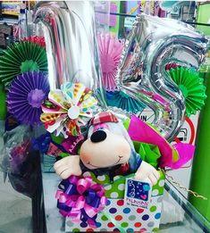 10 ideas de arreglos de 15 años Ideas Para, Layout, Anime, Diy, Candy Arrangements, Polymer Clay Flowers, Surprise Gifts, Favorite Color, Carton Box