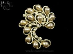 """Vintage Sarah Coventry Brooch Faux Pearl Rhinestones """"Honey Bunch"""" Pin 1950s $18.00"""