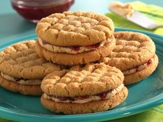 these are pb&j sandwich cookies but there are 100 different kinds of cookies on this site!!