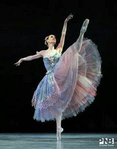 Lovely. ✯ Ballet beautie, sur les pointes ! ✯