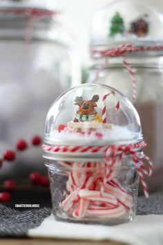 How to make a Mason Jar Lid Snow Globe for Christmas using a clear plastic ornament. Easy for everybody to do! DIY Christmas gift in a jar idea. Diy Snow Globe, Christmas Snow Globes, Christmas Mason Jars, Noel Christmas, Mason Jar Diy, Homemade Christmas, Diy Christmas Gifts, Christmas Projects, Holiday Crafts
