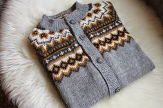 Bilderesultat for nordkappkofta Handicraft, Knit Crochet, Cardigans, Sweaters, Knitting, Crocheting, Dresses, Fashion, Tricot