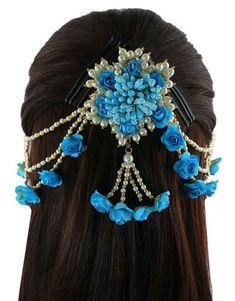 Flower Jewellery For Mehndi, Wedding Jewellery Designs, Antique Jewellery Designs, Fancy Jewellery, Flower Jewelry, Hair Jewelry, Jewelry Art, Bridal Jewelry, Antic Jewellery