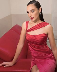 The beautiful actress and model Gal Gadot, who also played Wonder Woman wore our gown for a new commercial! Wonder Woman Film, Gal Gadot Wonder Woman, Gal Gardot, Victoria Secret, Hollywood Celebrities, Mannequin, Beautiful Actresses, Lady In Red, Hollywood Actresses