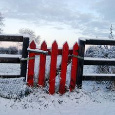 Fence #red, #design, https://facebook.com/apps/application.php?id=106186096099420
