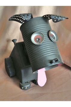 Broadminded received welding metal art projects Order Now Tin Can Crafts, Metal Crafts, Kids Crafts, Recycled Art Projects, Recycled Crafts, Recycled Robot, Garden Projects, Garden Ideas, Recycled Materials