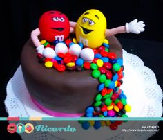 #MiercolesDeGaleria M&Ms Pastel con los divertidos personajes de estos chocolates. #catalogoRICORDO #pastel #fondant #fondantcake #mmsm #chocolate #chocolatelover