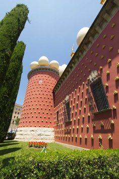 Uno de los grandes atractivos de Figueres es el Museo Dalí.