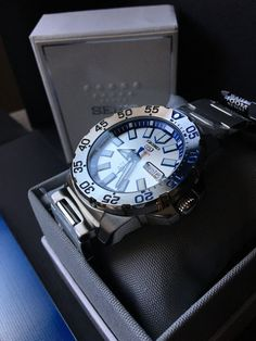 Seiko 5 automatic dive watch - Baby Ice/Snow Monster w/ milled clasp. Seiko Automatic, Automatic Watch, Stylish Watches, Luxury Watches For Men, Best Swiss Watches, Ice Monster, Seiko Monster, Seiko 5 Sports, Seiko Men