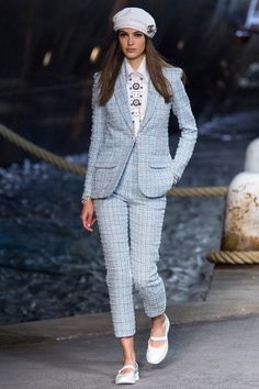 Chanel Resort 2019 Fashion Show Collection: See the complete Chanel Resort 2019 collection. Look 28
