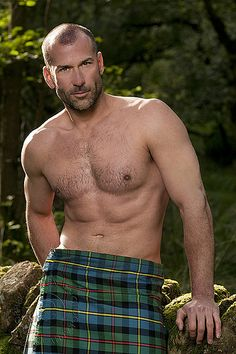 I love a man in a kilt! A collection of photos of men in kilts that put a smile on my face and that get my heart racing! Hairy Men, Bearded Men, Tartan, Scottish Man, Men In Kilts, Hommes Sexy, Komplette Outfits, Raining Men, Shirtless Men