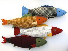 "biff: "" 4 summer fish by Mimi Kirchner "" Fabric Fish, Fabric Art, Fabric Crafts, Sewing Toys, Sewing Crafts, Sewing Projects, Art Projects, Fish Pillow, Fish Crafts"