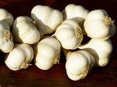 usturoi3 Home Remedies, Natural Remedies, Good To Know, Body Care, Metabolism, Healthy Lifestyle, Diy And Crafts, Garlic, Health Fitness