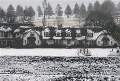 Rawdon's Hotel KZN Midlans 2007 courtesy of Des Head Thatched Roof, South Africa, Snow, History, Outdoor, Outdoors, Historia, Outdoor Games, The Great Outdoors