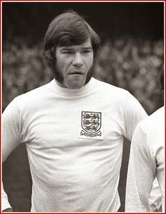 "Played in only 14 games for England scoring 6 goals. On April 1975 ""SuperMac"" scored 5 goals for England Vs Cyprus in a Euro Qualifier. Retro Football, Football Design, Football Cards, Football Soccer, Vintage Football, Malcolm Macdonald, England Football Players, Newcastle United Football, Uefa European Championship"
