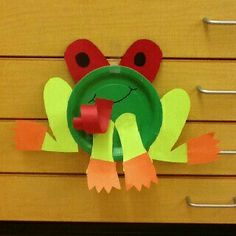 Tabak sanat etkinliği Rainforest Crafts, Paper Plate Animals, Classroom Crafts, Daycare Crafts, Toddler Crafts, Paper Plates, Paper Plate Art, Paper Plate Crafts For Kids, Preschool Art