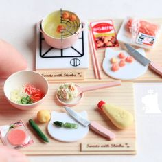Japanese Food Dollhouse By Shinku Miniature Kitchen, Miniature Food, Miniature Dolls, Polymer Clay Magnet, Clay Magnets, Diy Dollhouse, Dollhouse Miniatures, Mini Pastries, Japanese Toys