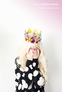 Crowns and tiaras are perfect for fancy dress and birthday parties. Check out our list of 40 DIY crown and tiaras that you can create for your next party. Crown Crafts, Diy Crown, Diy Birthday Crown, Birthday Crowns, Crown Printable, Diy Party Hats, Party Favors, Crown Template, Heart Template