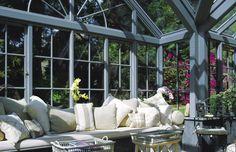 beautiful interior and exterior setting Conservatory, Beautiful Interiors, Interior And Exterior, Outdoor Decor, Home Decor, Decoration Home, Room Decor, Winter Garden, Greenhouses