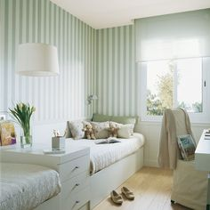 long narrow bedroom, plenty of light, vertical stripes helpful? Home Bedroom, Girls Bedroom, Bedroom Decor, Bedroom Office, Narrow Rooms, Long Narrow Bedroom, Diy Zimmer, Kids Bunk Beds, Twin Beds