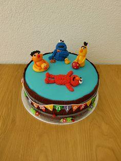 """Een koe, Sesamstraat en een taart voor de juf... (Pagina 1) - Taarten Parade - Het """"DeLeuksteTaarten"""" - forum Jim Henson, Decorated Cakes, Pretty Cakes, Holland, Foodies, Cake Decorating, Om, Birthday Cake, Desserts"""