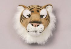 Are you interested in our decorative trophy head tiger? With our plush soft trophy head you need look no further. Boy Toddler Bedroom, Childrens Bedroom Decor, Child Room, Peluche Lion, Murs Roses, Jungle Room, Jurassic Park World, Tiger Head, Soft And Gentle