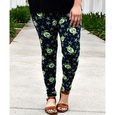 Beary Basics Black Sea Turtles Leggings ($15) ❤ liked on Polyvore featuring pants, leggings, legging pants, stretchy pants, stretch pants, elastic waist pants and stretch trousers