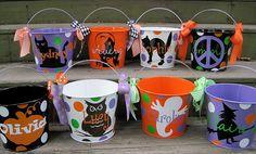 Personalized Halloween bucketsmany designs by twosisters76 on Etsy Halloween Bags, Diy Halloween Buckets, Halloween Vinyl, Halloween Projects, Halloween Treats, Holidays Halloween, Halloween Decorations, Halloween Makeup, Halloween Costumes
