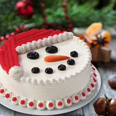 Christmas Cake, Merry Christmas, Bolos para o Natal, Feliz Natal, Bolo Natalino Christmas Cake Designs, Christmas Cake Decorations, Holiday Cakes, Holiday Desserts, Holiday Baking, Christmas Baking, Christmas Cupcake Cake, Merry Christmas, Cake Decorating Tips