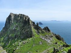 Travel bucket list: skellig michael, a star wars filming location in ireland Places Around The World, Around The Worlds, Videos Mexico, Dubai, Star Wars, Last Jedi, Filming Locations, Ireland Travel, The Real World