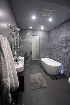 tendances salle de bains 2015: texture béton et mur à enduit en relief