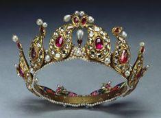This Tiara Is In The Collection Of The British Royal Family - It was Presented To Queen Victoria And Placed Among The Indian Collection Belonging To The Crown By King George V In 1924 - Made With Beautiful Cabochon Rubies, Gold And Pearls