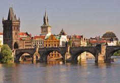 El puente Carlos Praga es el más antiguo de la ciudad y el segundo que se construyó en la República Checa. una de las principales atracciones…