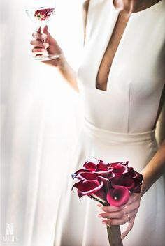 Bride, bride's bouquet, purple flowers, white dress, wedding photoshoot, wedding day, amalfi coast, ravello, sposa mediterranea