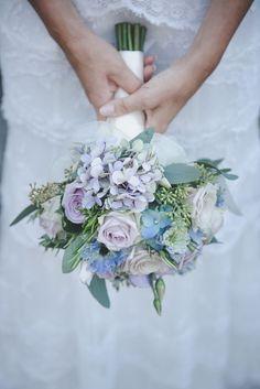 blue and purple bouquet http://weddingwonderland.it/2015/12/matrimonio-country-azzurro-viola.html