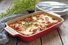 Lasagne med pastaskruer går kjapt å lage og passer å servere til mange. Særlig barn elsker lasagne med pastaskruer, siden det er lett å spise! Pasta Sauces, Fusilli, Perfect Food, Stew, Cauliflower, Macaroni And Cheese, Chili, Food And Drink, Vegetables