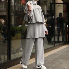 Size : M-L-XL Price : Delivery available WhatsApp : 71167194 - Hair Styles Modest Fashion Hijab, Modern Hijab Fashion, Abaya Fashion, Fashion Outfits, Hijab Chic, Fashion Sale, Iranian Women Fashion, Turkish Fashion, Islamic Fashion