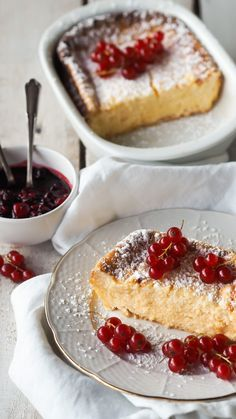 the very best: Topfen-Grieß Auflauf Curd cheese semolina casserole with berries Healthy Dessert Recipes, Health Desserts, Cookie Recipes, Pastry Recipes, Food Cakes, Queijo Cottage, Desserts Sains, Budget Freezer Meals, Yummy Cakes