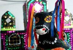 30 de junho é o Dia Nacional do bumba-meu-boi. O primeiro registro da festa apareceu em 1840, mas sua origem é, provavelmente, mais antiga. Alguns historiadores associam seu nascimento à expansão, no Nordeste, quando, a partir do século XVII, o animal ganhou grande importância nas fazendas da região. A apresentação, que ocorre principalmente em festas juninas nordestinas, mostra as relações desiguais entre senhores de engenho, escravos e indígenas.
