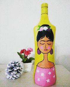 Şişe boyama Sipariş için dm  #FridaKahlo #sise #sisesusleme #şişeboyama Painting Bottles, Instagram Posts, Decor, Frida Kahlo, Decoration, Decorating, Deco