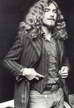 Robert Plant looking like a Renaissance man (Shakespeare comes to mind)