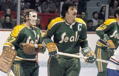 Carol Vadnais best Seals player ever. Pictured in 1971 at the Montreal Forum as Vadnais is starting out with his moustache Hockey Goalie, Hockey Games, Ice Hockey, Minnesota North Stars, Stars Hockey, Goalie Mask, Vancouver Canucks, Sports Pictures, Hockey Players