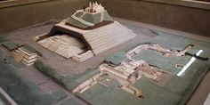 Model of the city and Great Pyramid of Cholula. Cholula Museum, Puebla, Mexico. ( CC BY SA 4.0 )