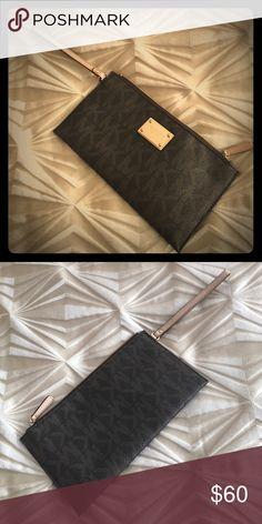 Michael Kors Wristlet Michael Kors Wristlet Michael Kors Bags Clutches & Wristlets