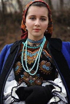 Romanian folk costume from Bistrita area Folk Fashion, Ethnic Fashion, Womens Fashion, Traditional Fashion, Traditional Dresses, Ukrainian Dress, Ukraine Women, Ethno Style, Ethnic Dress