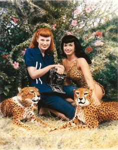 Photographer Bunny Yeager and Bettie Page and cheetahs in Boca Raton