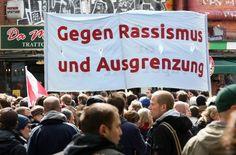 UN-Ausschuss in Genf: Deutschland will Rassismus stärker bekämpfen - Anschläge auf Asylbewerberheime, Pegida-Demos, Diskriminierung von Migranten - Deutschland muss sich von den UN fragen lassen, was es 70 Jahre nach der Ende der Nazi-Herrschaft gegen den Rassismus tut. - Die Bundesregierung hat den Vereinten Nationen ein stärkeres Engagement gegen alle Formen von Rassendiskriminierung in Deutschland versprochen.  Foto: dpa…