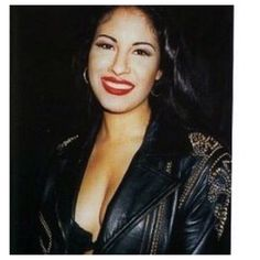 A rare beautiful pic of Selena Quintanilla I found on IG