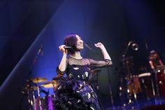 """坂本真綾、「LIVE TOUR 2015-2016""""FOLLOW ME UP""""」ファイナル公演のレポートが到着。通路を歩きながら歌うサプライズも"""